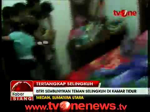 Istri Polisi Selingkuh dengan Polisi Tertangkap Basah Suami.mp4 thumbnail