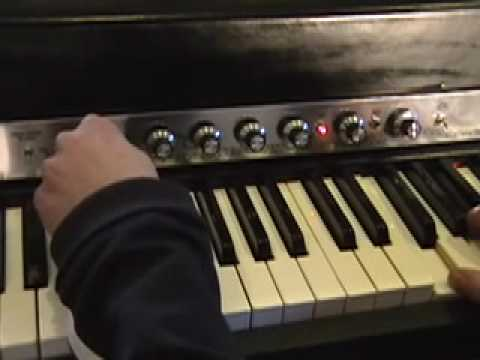 Rhodes Piano 1977 with the Vintage Vibe Quadrapuss