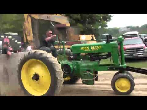John Deer Antique tractor Pull 2014