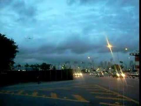 AVIÕES DECOLANDO - AEROPORTO CONGONHAS - vistos da avenida