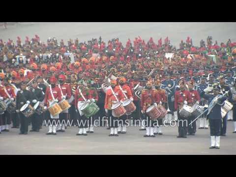 Indian martial bands play 'Sare Jahan Se acha Hindustan Hamara' : Beating Retreat Ceremony, Delhi
