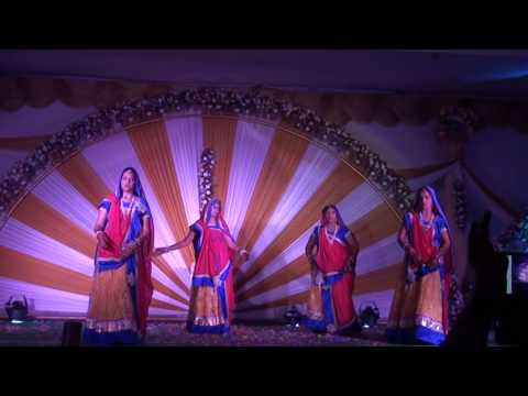 Dhoot Women Dancing On Meri Bano Hoshiyar, Aayi Kar Sola Singar video
