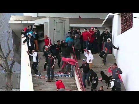 Hinchas de Colo Colo protagonizaron fuerte pelea con Carabineros