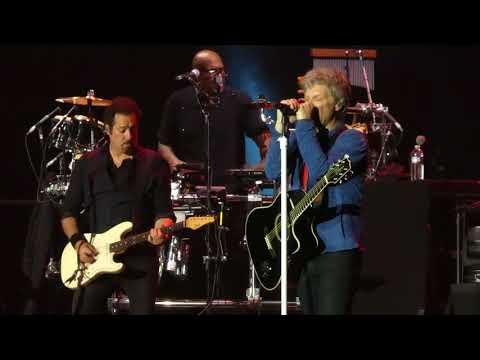 """Captain Crash & the Beauty Queen from Mars"" Bon Jovi@PPL Center Allentown, PA 5/2/18"