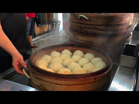 Traditional Taiwanese Breakfast - Omelette Buns Soy Milk  台灣早餐