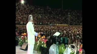 Hallelujah Song with Benny Hinn and Crowd