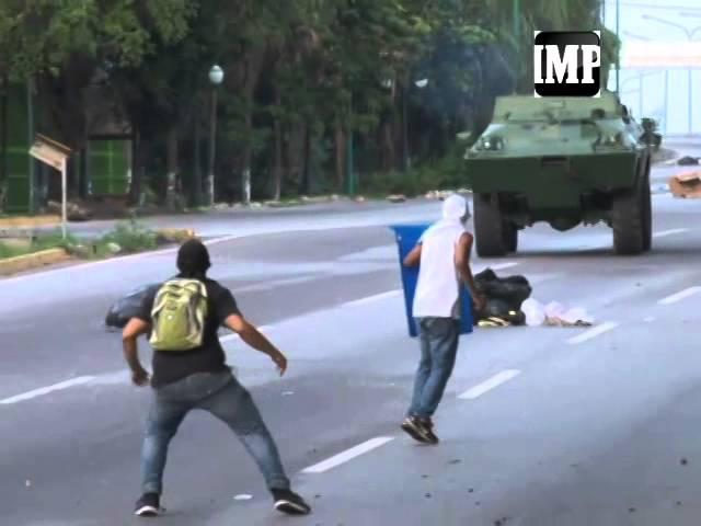 Enfrentamiento de manifestantes y la Guardia Nacional este  #10J en #Barquisimeto