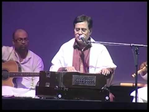 Jagjit Singh Live   Aah Ko Chahiye   Introduced by Gulzar