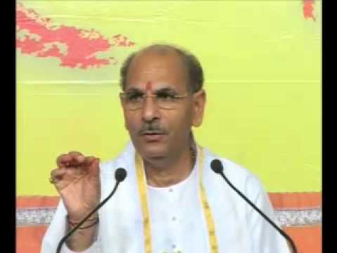 Pujya Sudhanshuji Maharaj - Divine Holi Satsang On March 27, 2013 Part 1 video