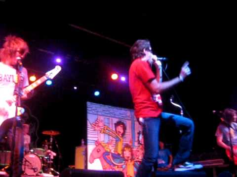 Forever The Sickest Kids - The Way She Moves