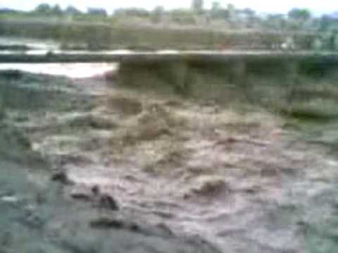 Afghan khost Natrulistic vedio about flood Majboor tani.wmv