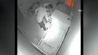Hırsızların Para Kasasını Sürükleme Anı Kamerada