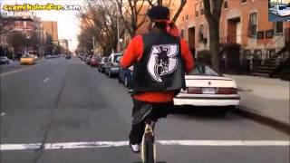 Tek Teker İle Bisiklet Süren Trafik Canavarı
