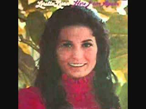 Loretta Lynn - Delta Dawn