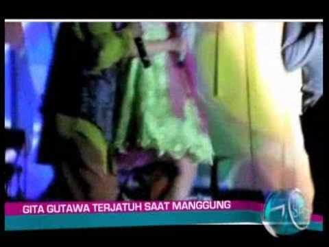 Gita Gutawa Terjatuh Saat Manggung