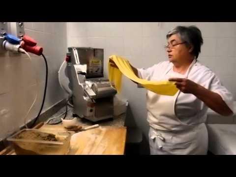 Cucine all'opera: Trattoria I Bologna - Mariuccia Bologna prepara gli agnolotti pizzicati a mano