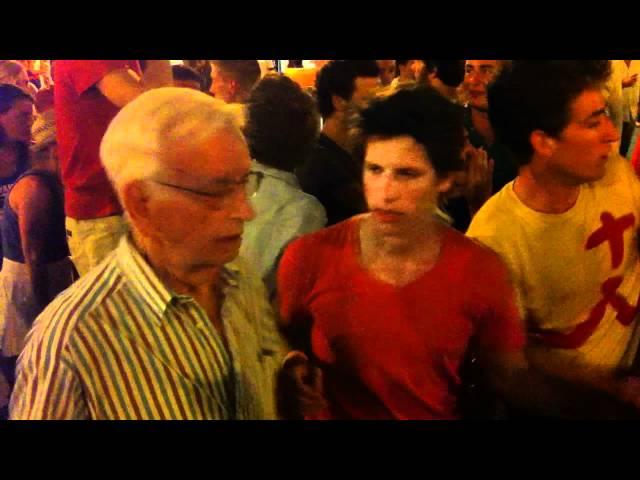 !Esta es la juventud del Papa!...Peregrinos borrachos en rifirrafe con jóvenes (VIDEO ORIGINAL)