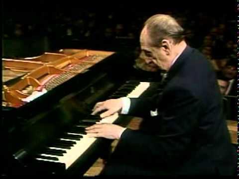 大家睇吓世界知名戰地琴人[霍洛維茲](已故)係點樣彈奏[Steinway & Sons]鋼琴喇!