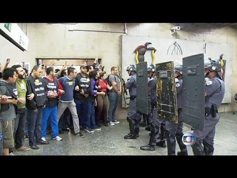 Sao Paulo subway strike hardens as workers dig in