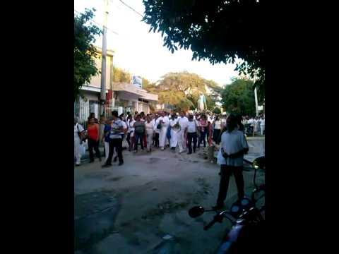 Devotos asisten a la procesión de la #MedallaMilagrosa #SantaMarta