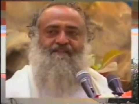 Kadam Apne Aage Badhata Chalaja - Motivational Song By Sant Asharam Bapu video