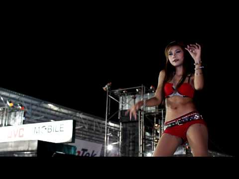 Bangkok Motor Show 2011 - Sexy Coyote Dancer In Red video