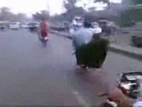Pakistani Bikers with GirlFriend.flv