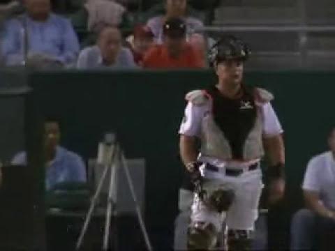 Chica deja atónitos a todo un estadio de beisbol