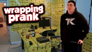 HILARIOUS WRAPPING PAPER PRANK ON ROOMMATE!