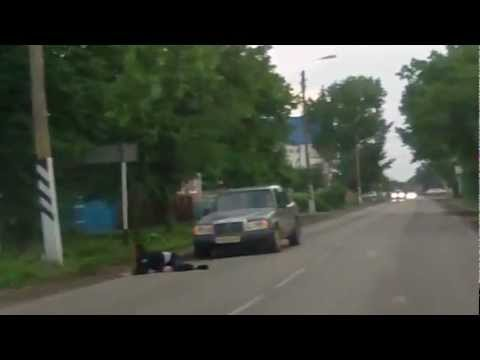 Водитель вылетел из машины