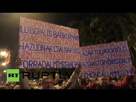 Hungary: Thousands raise smartphones in defiance of Internet tax in Budapest