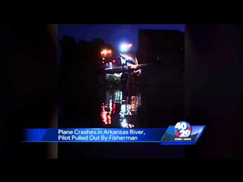 Plane crashes into Arkansas River