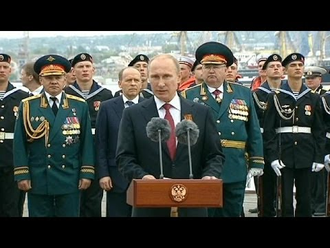 Putin shows support for Crimea with historic Victory Day visit