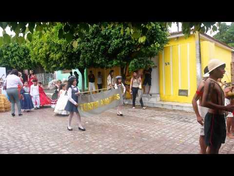 Desfile Santa Cecilia rua S�o Jo�o �guas Belas PE 2014