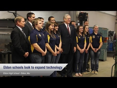 Gov. Nixon discusses technology in classrooms at Eldon High School