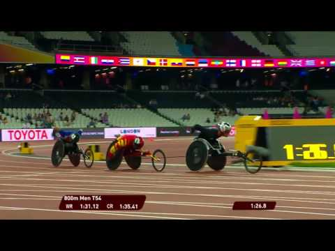 Men's 800m T54 crash