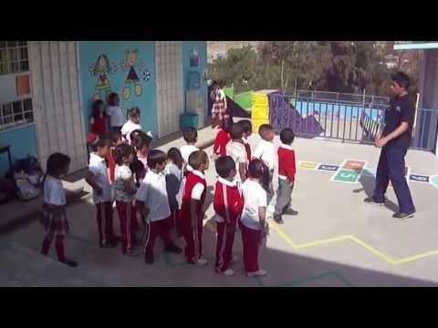 Clase de educaci n f sica preescolar youtube for Actividades para el salon de clases