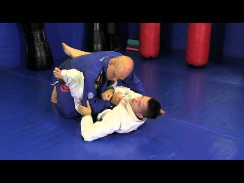 Advanced Closed Guard Sweep: the 'Draculino Bump' Image 1