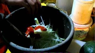 Lao Food - Making Green Papaya Salad in Vang Vieng