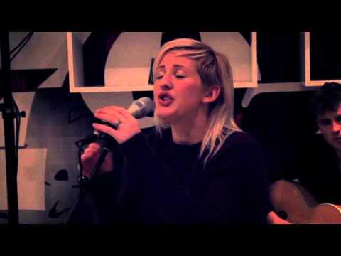 Ellie Goulding - My Blood (Live) - KITCHEN SESSIONS