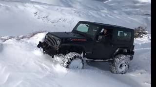 Jeep Wrangler Mountain on Snow 2018