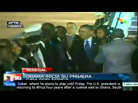 Barack Obama arrives in Senegal to begin African tour