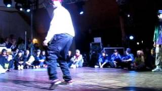 Temps vs Alkowy Funkowy Popping 1vs1 (walka o 1 miejsce) Summer Street Groove 2011