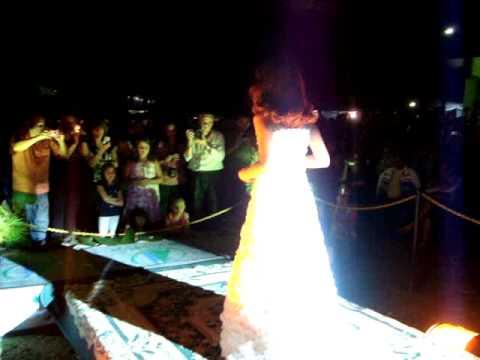 vestido de noiva de sacolas plásticas
