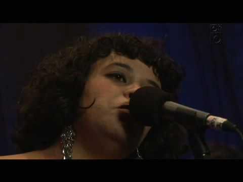 Cover image of song Às Vezes by Tulipa Ruiz