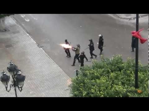 image vid�o الإعتداء على متظاهر من طرف الأمن