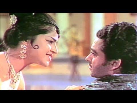 Yeh Mere Soye Hue Pyar - Asha Bhosle Payal Ki Jhankar Song