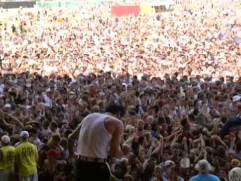 the features of woodstock 99 To mark the 30th anniversary of the 1969 music fest, someone had the idea to mount the woodstock '99 festival it was held in rome, ny woodstock '99 featured more than 45 bands on four stages.