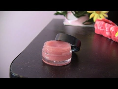 DIY: Tinted& Moisturizing Lip Balm