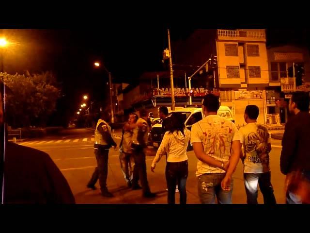 pelea policia y dos borrachos en cali valle carrera 15 con calle 39